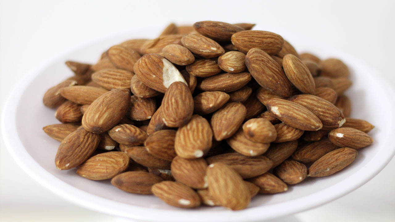 pile of raw almonds
